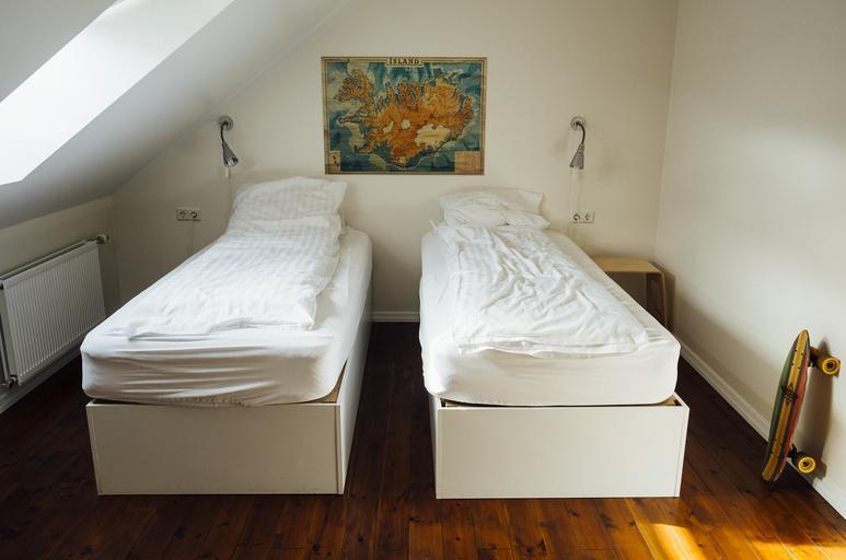 dvě postele v podkroví – levné ubytování.jpg