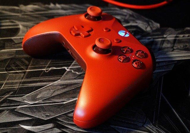červený joystick