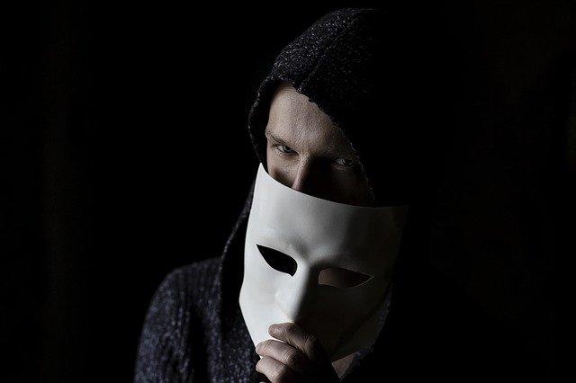 skrytá identita